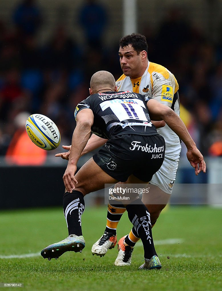 George Smith of Wasps offloads under pressure from Olly Woodburn of Exeter Chiefs during the Aviva Premiership match between Exeter Chiefs and Wasps at Sandy Park on May 01, 2016 in Exeter, England.