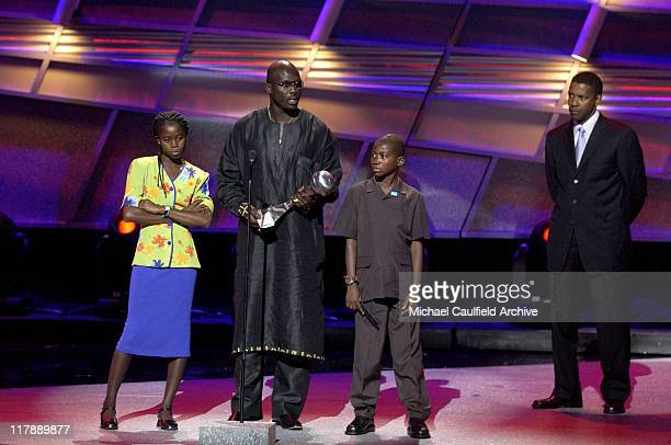 George Weah winner of the Arthur Ashe Courage Award with presenter Denzel Washington