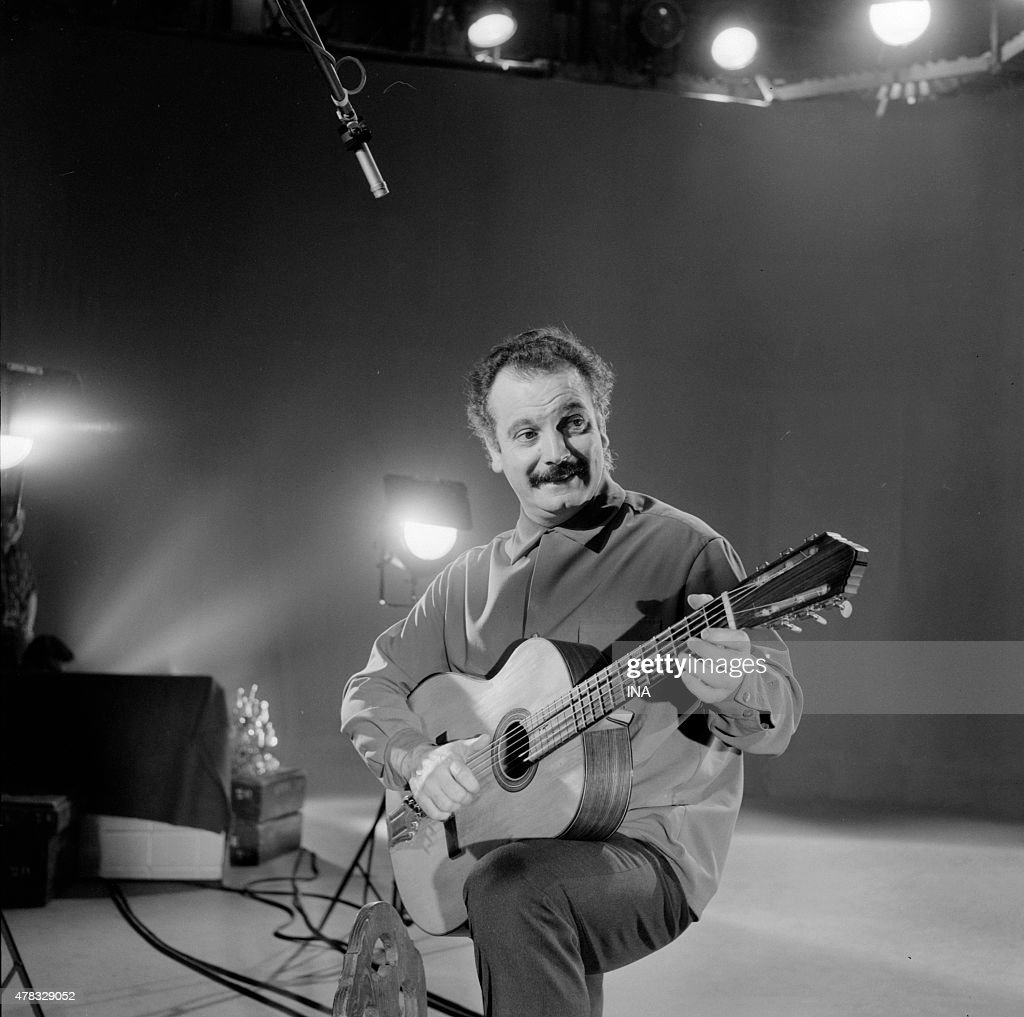 <a gi-track='captionPersonalityLinkClicked' href=/galleries/search?phrase=Georges+Brassens&family=editorial&specificpeople=882384 ng-click='$event.stopPropagation()'>Georges Brassens</a> during the shooting of the program ''Festival''
