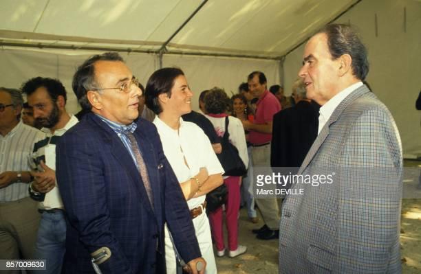 Georges Marchais en train de parler avec Yves Mourousi accompagne de son epouse Veronique a la Fete de l'Humanite le 14 septembre 1991 a La Courneuve...