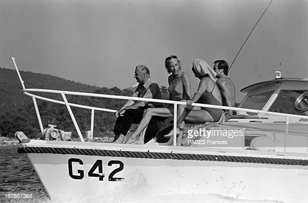 Georges Pompidou On Holiday At Fort Brégançon Aout 1969 Fort de Brégançon le président Georges POMPIDOU et son épouse Claude en maillot de bain...