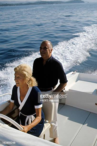 Georges Pompidou On Holiday At Fort Brégançon En Août 1969 Claude au volant d'un bateau à moteur en compagnie de Georges POMPIDOU faisant une sortie...