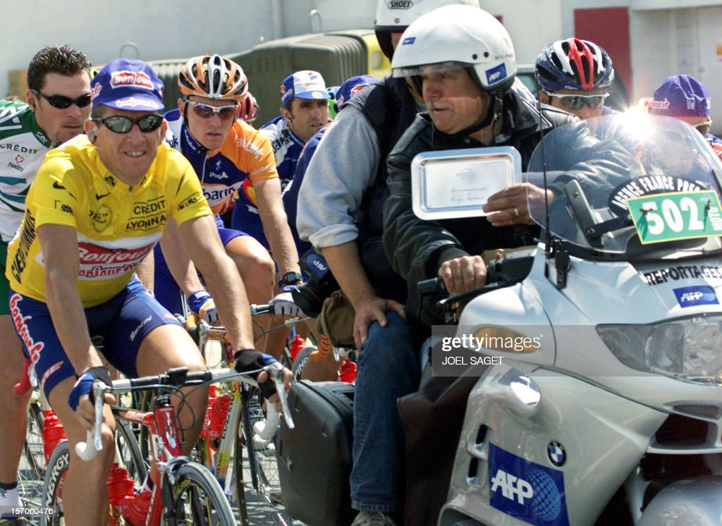 Georges Stylianos poses with the yellow jersey French François Simon of the Bonjour team as the Agence France Presse' s motorcyclist received the tray of the recognition for his 30th Tour de France in Perpignan 20 July 2001.