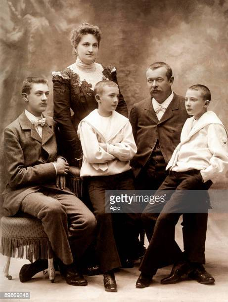 Georges Vuitton son of Louis Vuitton with his wife Josephine Patrelle and their children GastonLouis ans twins Pierre and Jean c 1900