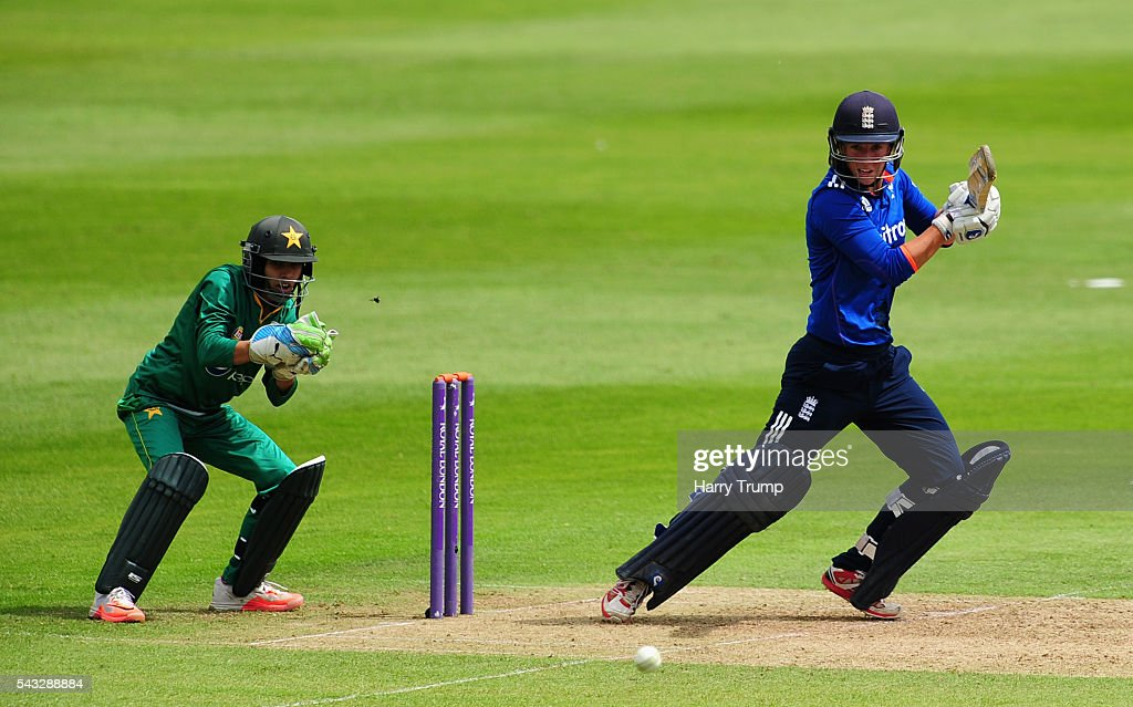 <a gi-track='captionPersonalityLinkClicked' href=/galleries/search?phrase=Georgia+Elwiss&family=editorial&specificpeople=7336181 ng-click='$event.stopPropagation()'>Georgia Elwiss</a> of England cuts the ball during the 3rd Royal Royal London ODI between England Women and Pakistan Women at The Cooper Associates County Ground on June 27, 2016 in Somerset, United Kingdom.
