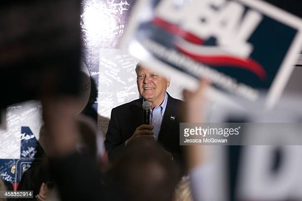 Georgia Gov Nathan Deal addresses the crowd gathered at a campaign stop with Republican candidate for US Senate David Perdue one day before the...
