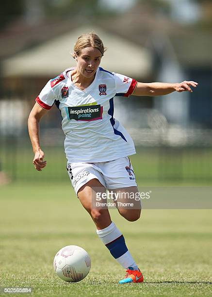 Georgia YeomanDale of the Jets controls the ball during the round 11 WLeague match between the Western Sydney Wanderers and Newcastle Jets at...