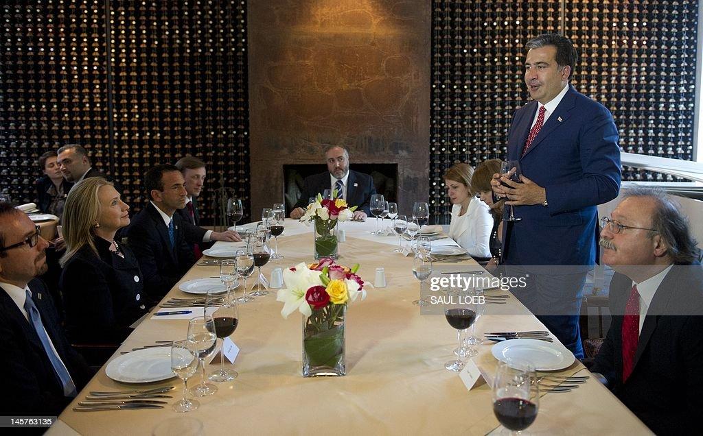 Georgian President Mikheil Saakashvili (R) and US Secretary of State Hillary Clinton attend a dinner at Adjarian Wine House in Batumi on June 5, 2012. AFP PHOTO / POOL / Saul LOEB