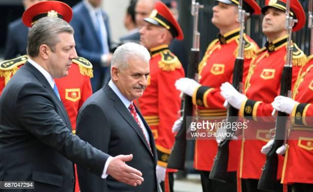 Georgian Prime Minister Giorgi Kvirikashvili and his Turkish counterpart Binali Yildirim attend a welcoming ceremony in Tbilisi on May 23 2017 / AFP...
