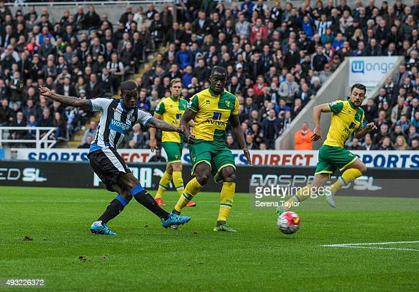 Georginio Wijnaldum of Newcastle scores the opening goal during the Barclays Premier League match between Newcastle United and Norwich City at...
