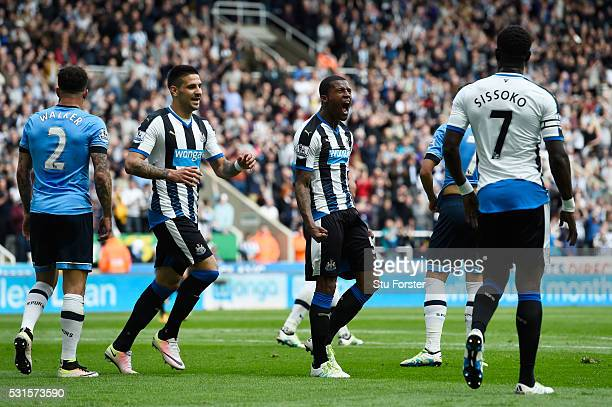 Georginio Wijnaldum of Newcastle United celebrates scoring his team's first goal with his team mates Aleksandar Mitrovic and Moussa Sissoko during...