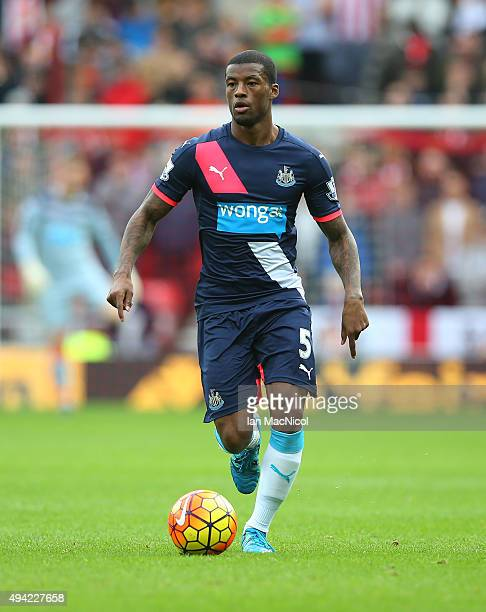 Georginio Wijnaldum of Newcastle United controls the ball during the Barclays Premier League match between Sunderland and Newcastle at The Stadium of...