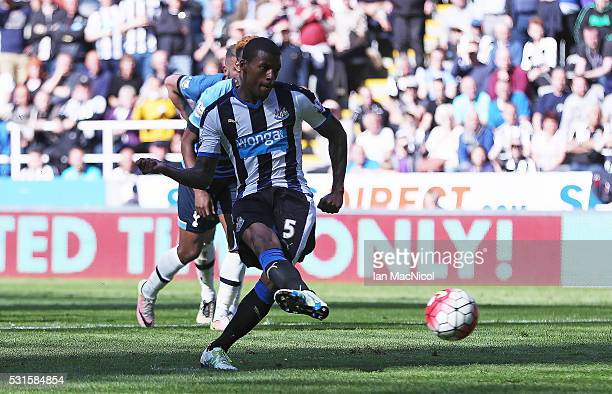 Georginio Wijnaldum of Newcastle United converts the penalty to score his team's third goal during the Barclays Premier League match between...