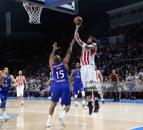 Georgios Printezis #15 of Olympiacos Piraeus competes with Jayson Granger #15 of Anadolu Efes Istanbul during the 2016/2017 Turkish Airlines...