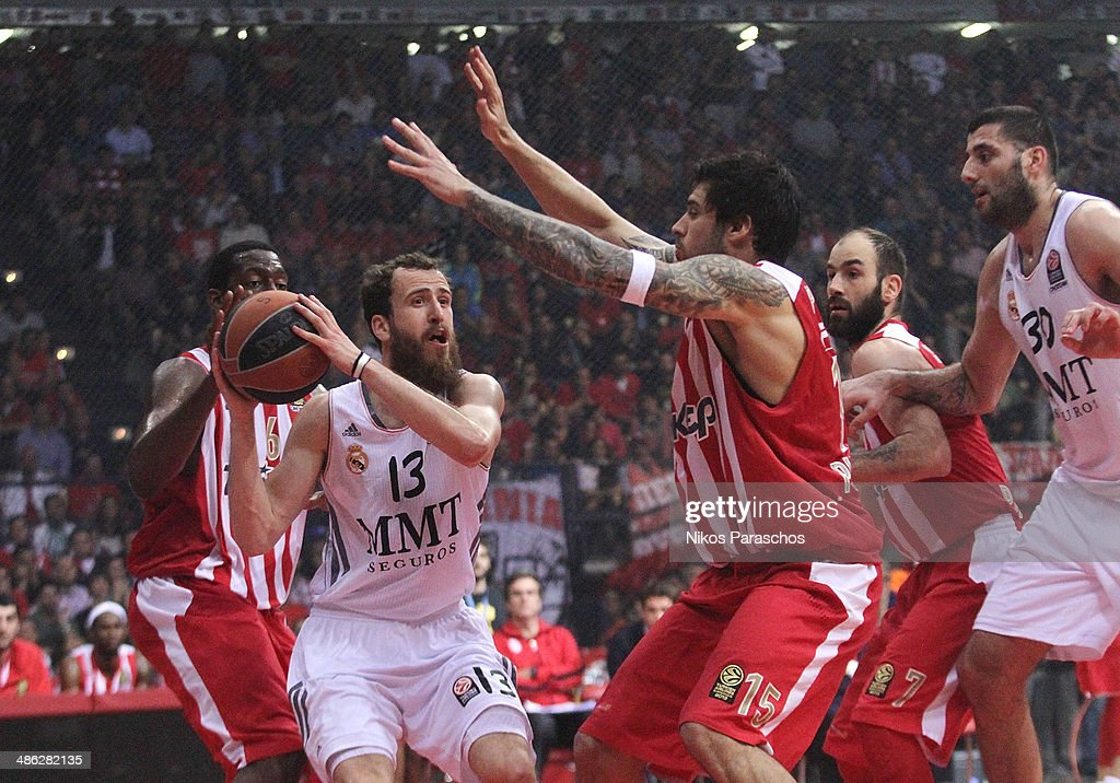 Georgios Printezis, #15 of Olympiacos Piraeus competes with <a gi-track='captionPersonalityLinkClicked' href=/galleries/search?phrase=Sergio+Rodriguez+-+Basketball+Player&family=editorial&specificpeople=765161 ng-click='$event.stopPropagation()'>Sergio Rodriguez</a>, #13 of Real Madrid during the Turkish Airlines Euroleague Basketball Play Off Game 4 between Olympiacos Piraeus v Real Madrid at Peace and Friendship Stadium on April 23, 2014 in Athens, Greece.