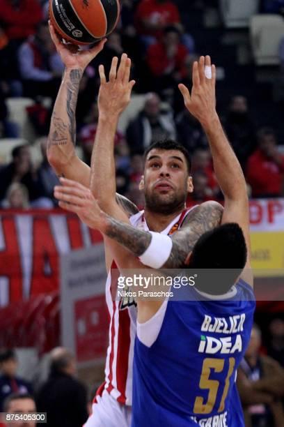 Georgios Printezis #15 of Olympiacos Piraeus in action during the 2017/2018 Turkish Airlines EuroLeague Regular Season Round 8 game between...