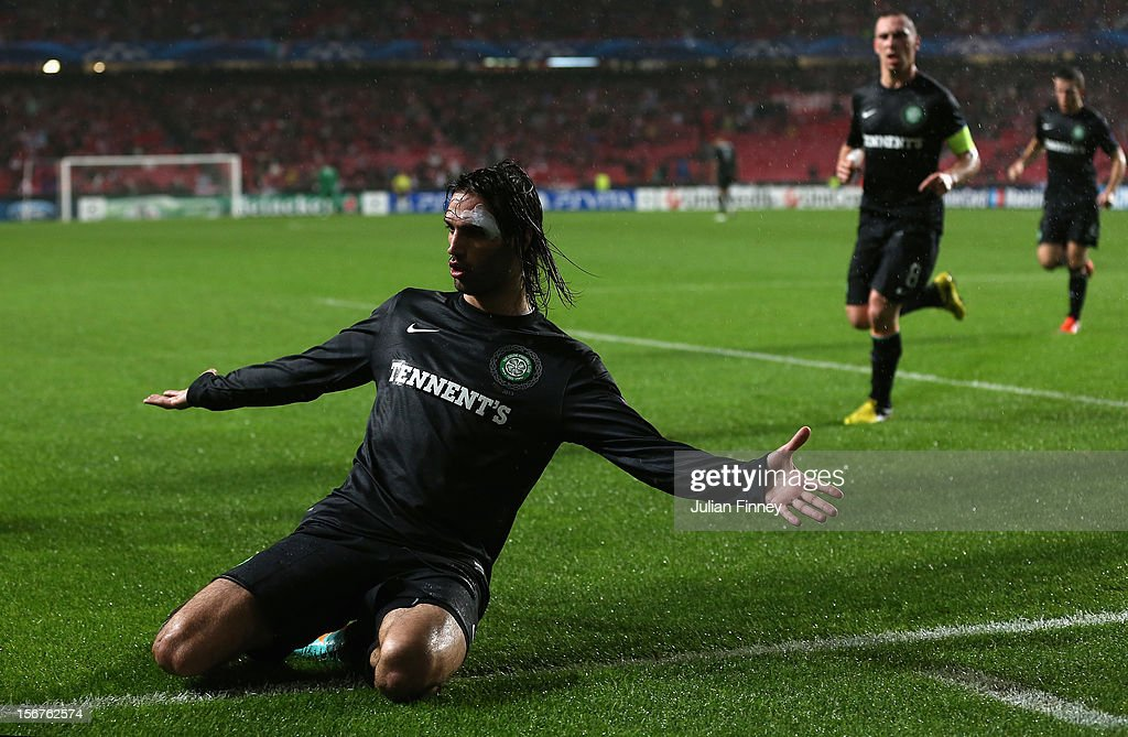 <a gi-track='captionPersonalityLinkClicked' href=/galleries/search?phrase=Georgios+Samaras&family=editorial&specificpeople=616608 ng-click='$event.stopPropagation()'>Georgios Samaras</a> of Celtic celebrates scoring his goal to make it 1-1 during the UEFA Champions League, Group G match between SL Benfica and Celtic FC at Estadio da Luz on November 20, 2012 in Lisbon, Portugal.