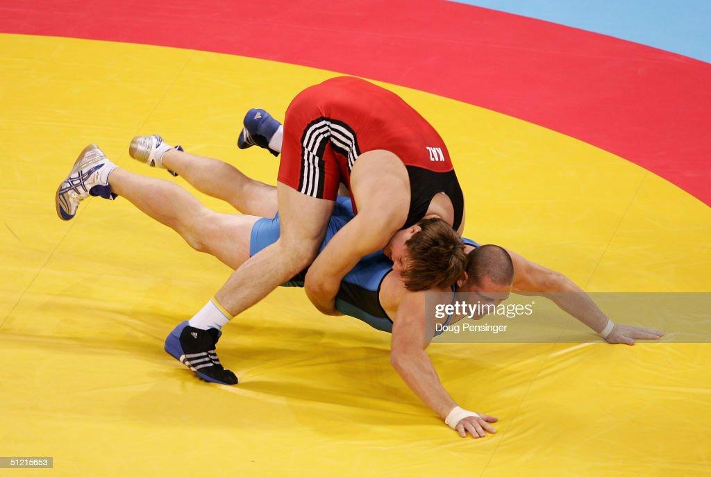Georgiy Tsurtsumia of Kazakhstan defeats Rulon Gardner of the USA during the men's GrecoRoman wrestling 120 kg semifinal round on August 25 2004...