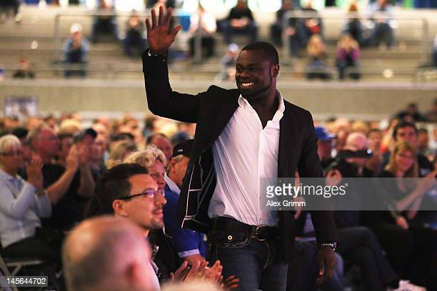 Gerald Asamoah waves before being awarded member of the Schalke 'Hall of fame' during the annual meeting of FC Schalke 04 at Emscher Lippe Halle on...