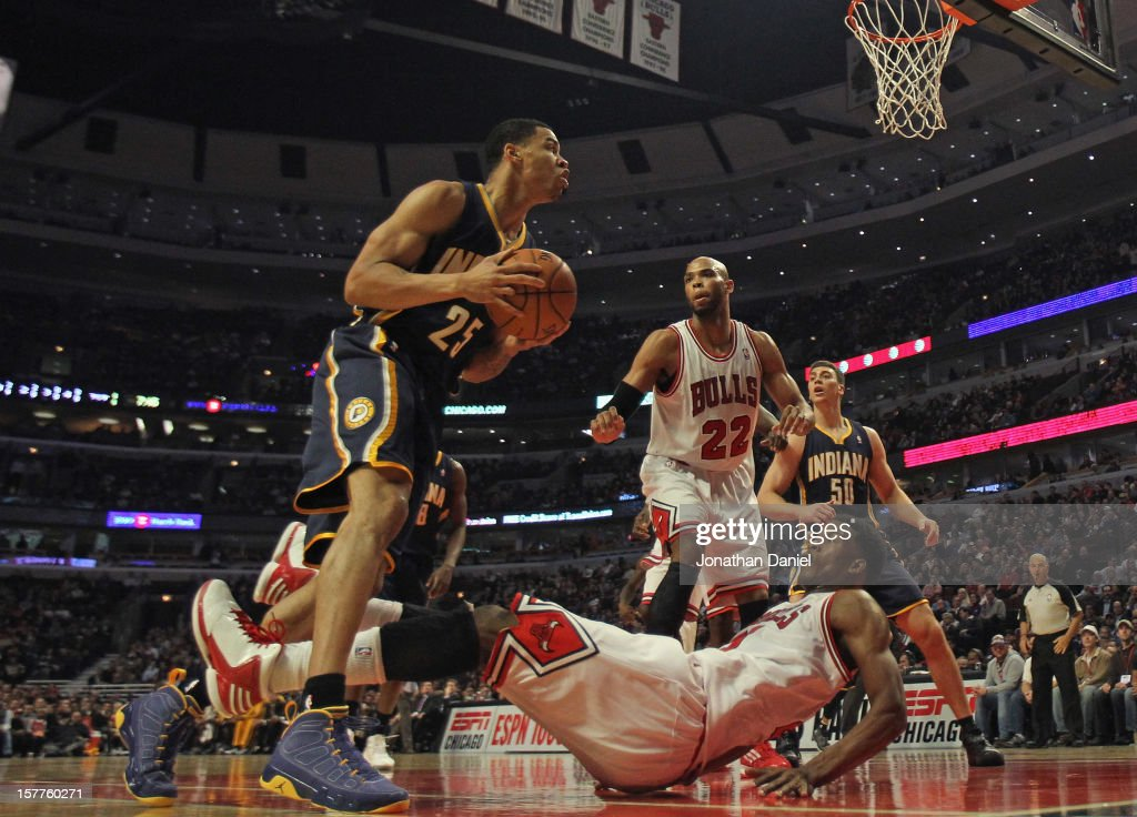 <a gi-track='captionPersonalityLinkClicked' href=/galleries/search?phrase=Gerald+Green&family=editorial&specificpeople=644655 ng-click='$event.stopPropagation()'>Gerald Green</a> #25 of the Indiana Pacers knocks down <a gi-track='captionPersonalityLinkClicked' href=/galleries/search?phrase=Jimmy+Butler+-+Basketball+Player&family=editorial&specificpeople=9860567 ng-click='$event.stopPropagation()'>Jimmy Butler</a> #21 of the Chicago Bulls at the United Center on December 4, 2012 in Chicago, Illinois. The Pacers defeated the Bulls 80-76.
