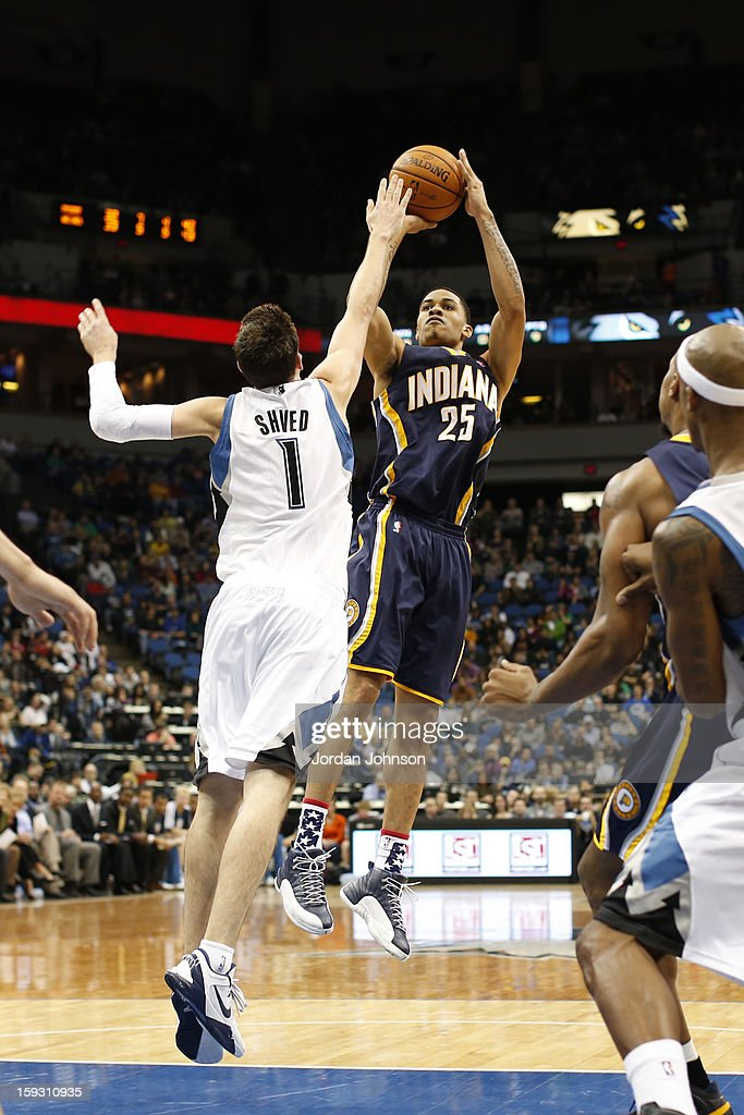 <a gi-track='captionPersonalityLinkClicked' href=/galleries/search?phrase=Gerald+Green&family=editorial&specificpeople=644655 ng-click='$event.stopPropagation()'>Gerald Green</a> #25 of the Indiana Pacers shoots against <a gi-track='captionPersonalityLinkClicked' href=/galleries/search?phrase=Alexey+Shved&family=editorial&specificpeople=5557761 ng-click='$event.stopPropagation()'>Alexey Shved</a> #1 of the Minnesota Timberwolves on November 9, 2012 at Target Center in Minneapolis, Minnesota.