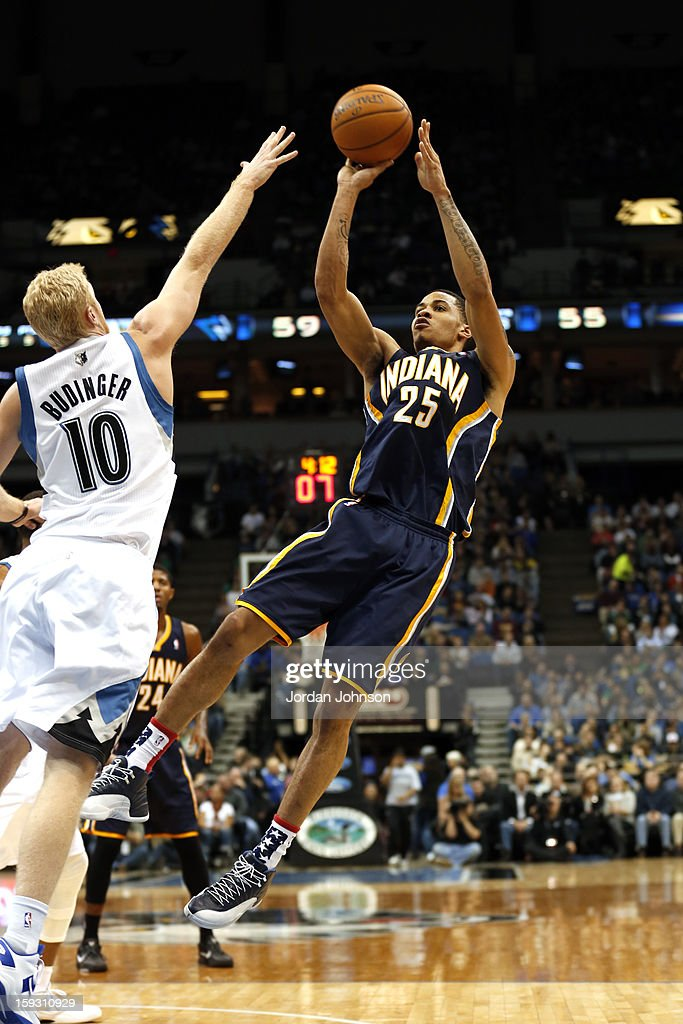 <a gi-track='captionPersonalityLinkClicked' href=/galleries/search?phrase=Gerald+Green&family=editorial&specificpeople=644655 ng-click='$event.stopPropagation()'>Gerald Green</a> #25 of the Indiana Pacers shoots against <a gi-track='captionPersonalityLinkClicked' href=/galleries/search?phrase=Chase+Budinger&family=editorial&specificpeople=3847600 ng-click='$event.stopPropagation()'>Chase Budinger</a> #10 of the Minnesota Timberwolves on November 9, 2012 at Target Center in Minneapolis, Minnesota.