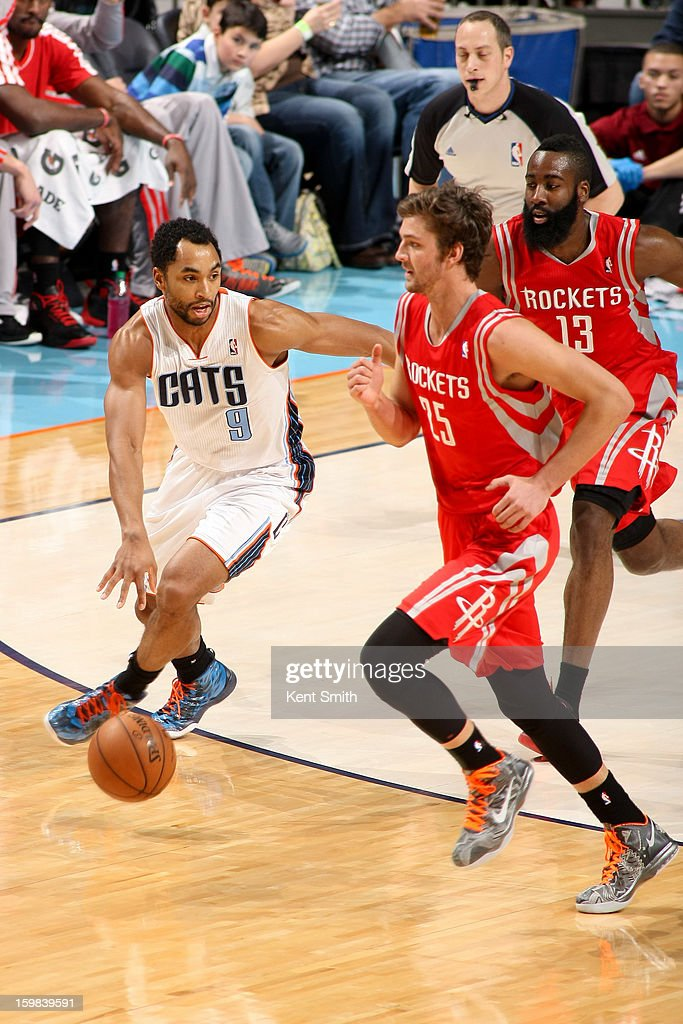 Gerald Henderson #9 of the Charlotte Bobcats drives against Chandler Parsons #25 of the Houston Rockets at the Time Warner Cable Arena on January 21, 2013 in Charlotte, North Carolina.