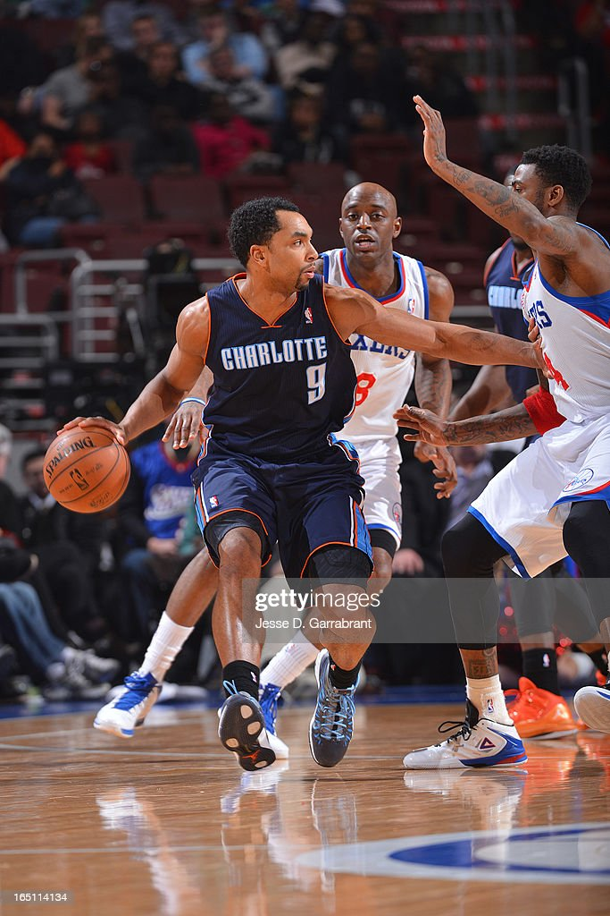 Gerald Henderson #9 of the Charlotte Bobcats drives against Dorell Wright #4 of the Philadelphia 76ers at the Wells Fargo Center on March 30, 2013 in Philadelphia, Pennsylvania.