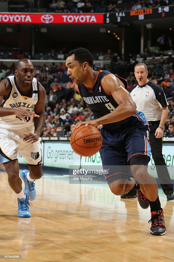 Gerald Henderson #9 of the Charlotte Bobcats drives against <a gi-track='captionPersonalityLinkClicked' href=/galleries/search?phrase=Quincy+Pondexter&family=editorial&specificpeople=4176540 ng-click='$event.stopPropagation()'>Quincy Pondexter</a> #20 of the Memphis Grizzlies on April 9, 2013 at FedExForum in Memphis, Tennessee.