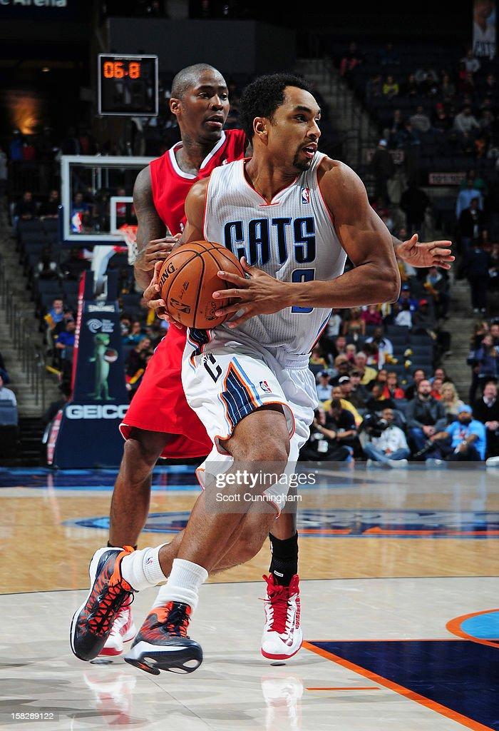 Gerald Henderson #9 of the Charlotte Bobcats drives to the basket against Jamal Crawford #11 of the Los Angeles Clippers at Time Warner Cable Arena on December 12, 2012 in Charlotte, North Carolina.