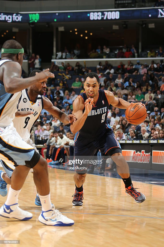 Gerald Henderson #9 of the Charlotte Bobcats drives to the basket agsinst <a gi-track='captionPersonalityLinkClicked' href=/galleries/search?phrase=Tony+Allen+-+Basketball+Player&family=editorial&specificpeople=201665 ng-click='$event.stopPropagation()'>Tony Allen</a> #9 of the Memphis Grizzlies on April 9, 2013 at FedExForum in Memphis, Tennessee.