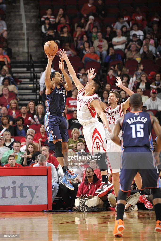 Gerald Henderson #9 of the Charlotte Bobcats makes a no-look pass against <a gi-track='captionPersonalityLinkClicked' href=/galleries/search?phrase=Jeremy+Lin&family=editorial&specificpeople=6669516 ng-click='$event.stopPropagation()'>Jeremy Lin</a> #7 of the Houston Rockets on February 2, 2013 at the Toyota Center in Houston, Texas.