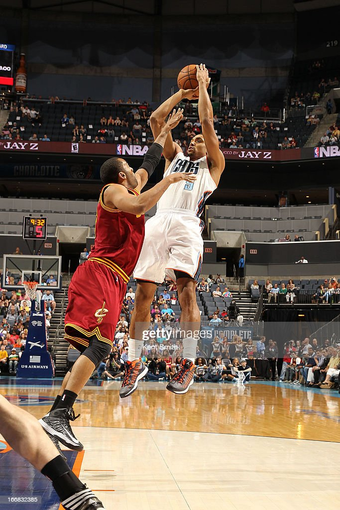 Gerald Henderson #9 of the Charlotte Bobcats shoots against Wayne Ellington #21 of the Cleveland Cavaliers at the Time Warner Cable Arena on April 17, 2013 in Charlotte, North Carolina.