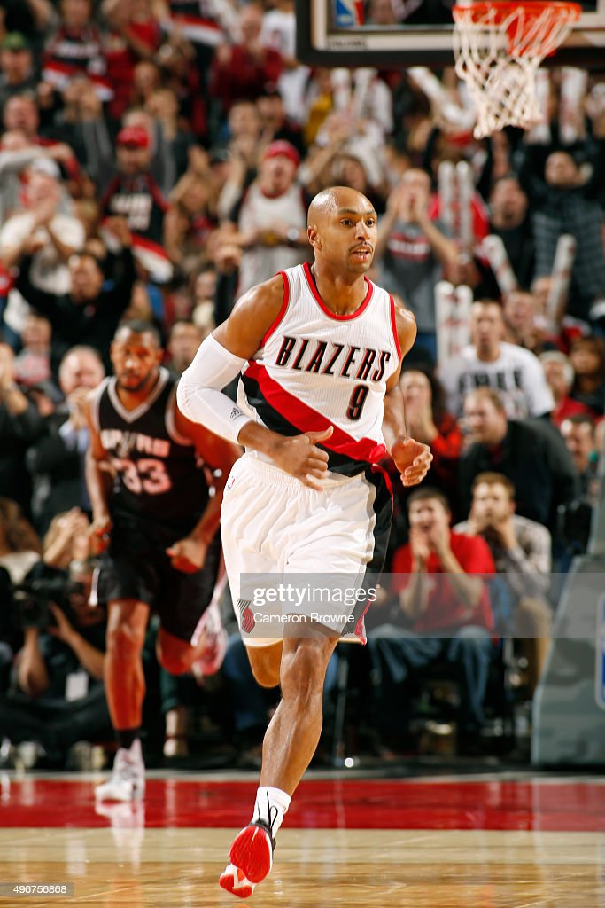 Gerald Henderson #9 of the Portland Trail Blazers drives to the basket against the San Antonio Spurs during the game on November 11, 2015 at Moda Center in Portland, Oregon.