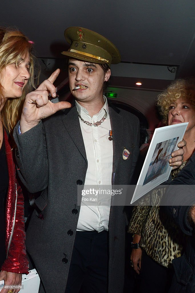 Geraldine Beigbeder (L) and Pete Doherty attend the 'Flags From The Old Regime' : Pete Doherty and Alize Meurisse Paintings Exhibition Preview At Espace Djam on November 21, 2013 in Paris, France. (Photo by Foc Kan/WireImage)Pete Doherty;Geraldine Beigbeder