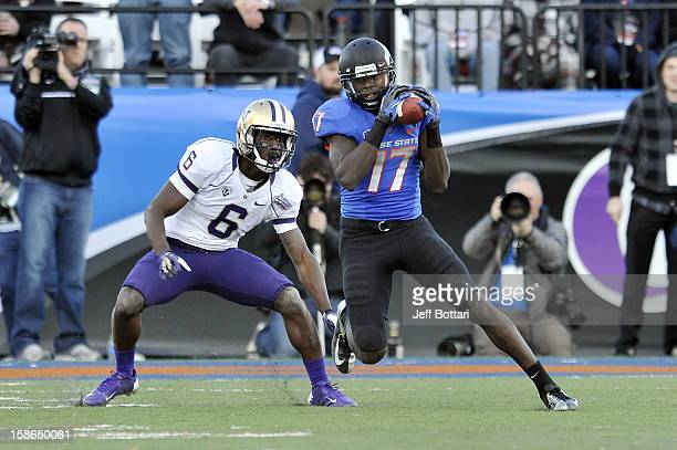 Geraldo Boldewijn of the Boise State Broncos catches a pass against Desmond Trufant of the Washington Huskies during the MAACO Bowl Las Vegas at Sam...