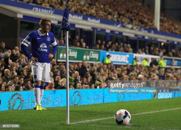Gerard Deulofeu Everton takes a corner kick