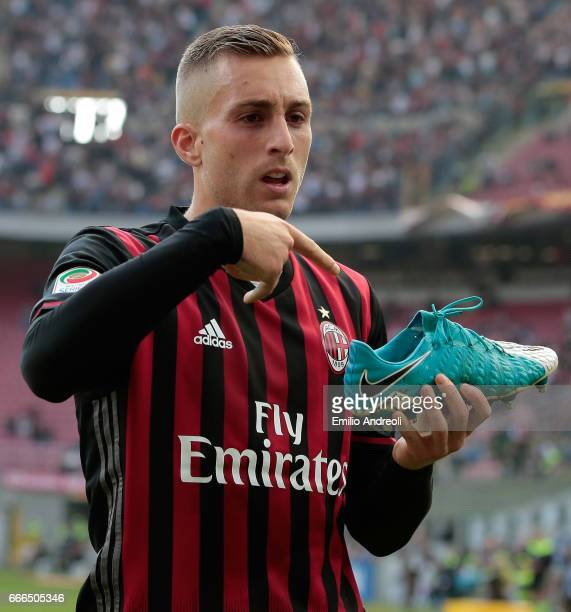 Gerard Deulofeu of AC Milan celebrates his goal during the Serie A match between AC Milan and US Citta di Palermo at Stadio Giuseppe Meazza on April...