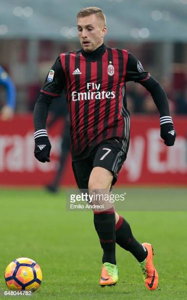Gerard Deulofeu of AC Milan in action during the Serie A match between AC Milan and AC ChievoVerona at Stadio Giuseppe Meazza on March 4 2017 in...