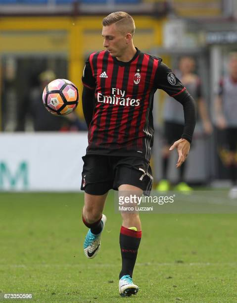 Gerard Deulofeu of AC Milan in action during the Serie A match between AC Milan and Empoli FC at Stadio Giuseppe Meazza on April 23 2017 in Milan...
