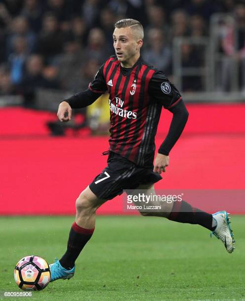 Gerard Deulofeu of AC Milan in action during the Serie A match between AC Milan and AS Roma at Stadio Giuseppe Meazza on May 7 2017 in Milan Italy