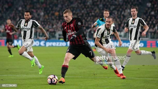 Gerard Deulofeu of AC Milan is challenged by Leonardo Bonucci of Juventus FC during the Serie A match between Juventus FC and AC Milan at Juventus...