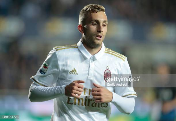 Gerard Deulofeu of AC Milan looks on during the Serie A match between Atalanta BC and AC Milan at Stadio Atleti Azzurri d'Italia on May 13 2017 in...