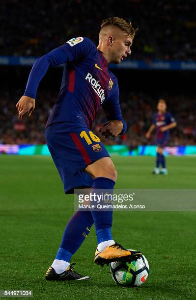 Gerard Deulofeu of Barcelona controls the ball during the La Liga match between Barcelona and Espanyol at Camp Nou on September 9 2017 in Barcelona...
