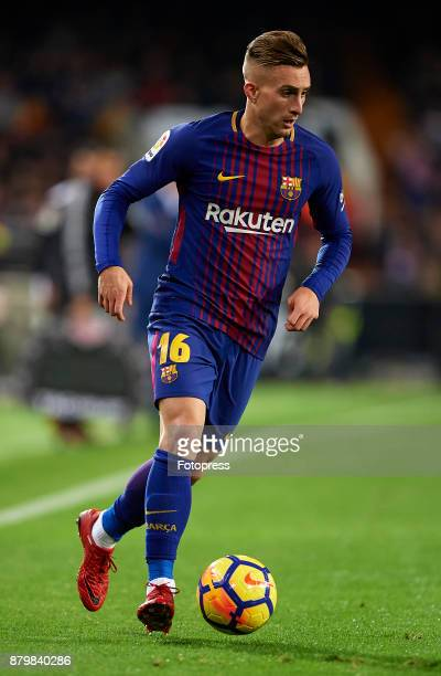 Gerard Deulofeu of Barcelona runs with the ball during the La Liga match between Valencia and Barcelona at Estadio Mestalla on November 26 2017 in...