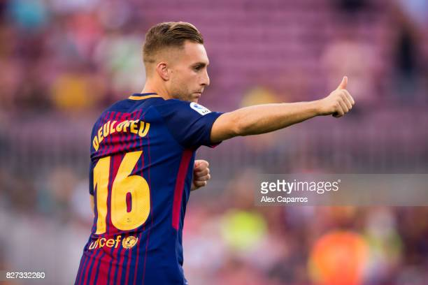 Gerard Deulofeu of FC Barcelona enters the pitch ahead of the Joan Gamper Trophy match between FC Barcelona and Chapecoense at Camp Nou stadium on...