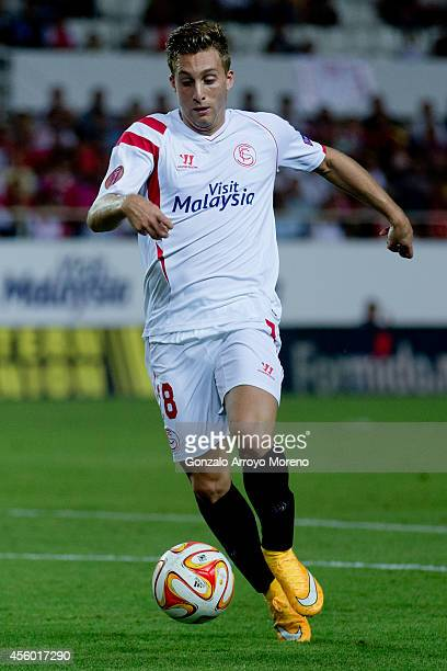 Gerard Deulofeu of Sevilla FC controls the ball during the UEFA Europa League group G match between Sevilla FC and Feyenoord at Ramon Sanchez Pizjuan...
