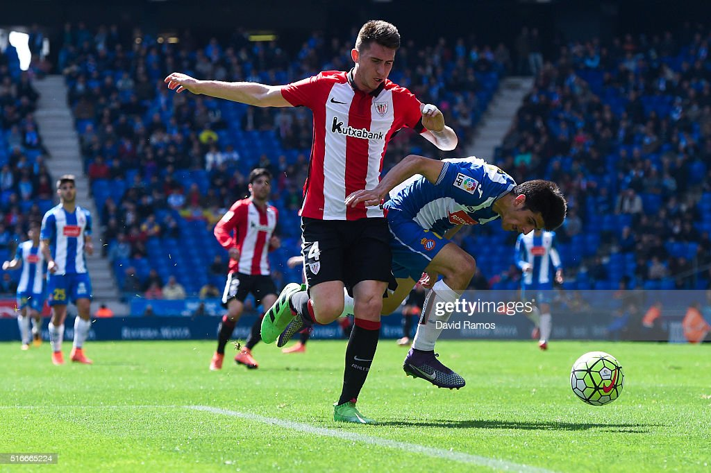 Gerard Moreno of RCD Espanyol competes for the ball with <a gi-track='captionPersonalityLinkClicked' href=/galleries/search?phrase=Aymeric+Laporte&family=editorial&specificpeople=7894319 ng-click='$event.stopPropagation()'>Aymeric Laporte</a> of Athletic Club during the La Lga match between Real CD Espanyol and Athletic Club de Bilbao at Cornella-El Prat Stadium on March 20, 2016 in Barcelona, Spain.