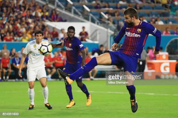 Gerard Pique of Barcelona scores a goal in the second half against Real Madrid during their International Champions Cup 2017 match at Hard Rock...