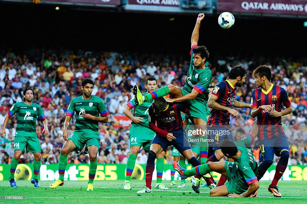 <a gi-track='captionPersonalityLinkClicked' href=/galleries/search?phrase=Gerard+Pique&family=editorial&specificpeople=227191 ng-click='$event.stopPropagation()'>Gerard Pique</a> (C) of FC Barcelona duels for a high ball with Hector Rodas of Levante UD during the La Liga match between FC Barcelona and Levante UD at Camp Nou on August 18, 2013 in Barcelona, Spain.